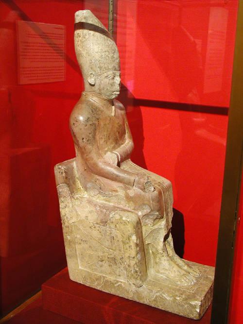 Limestone_statue_of_Khasekhemwy
